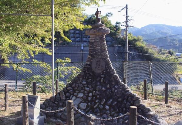 有形文化財 二宮金次郎像の台座