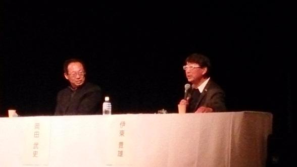 左から岡田武史さん、伊東豊雄さん
