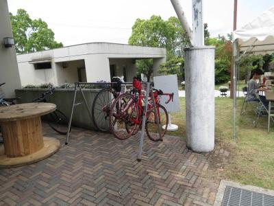 会場内の自転車スタンド