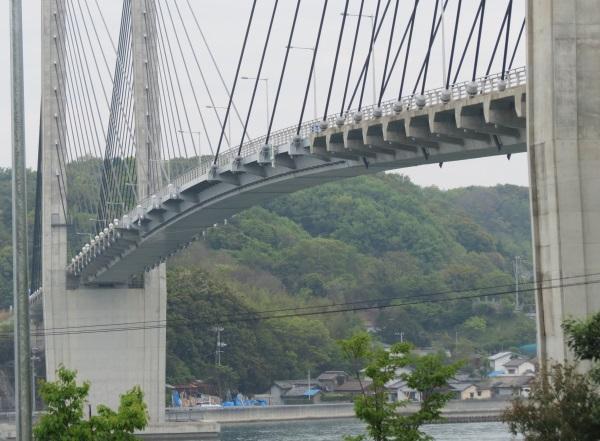 橋中央部は鋼製(生名橋