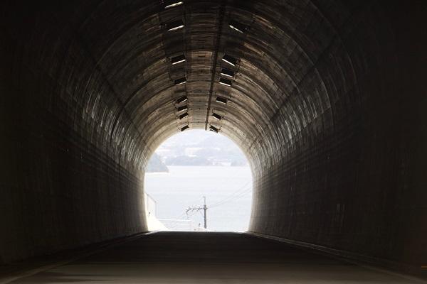 海が見えるトンネル