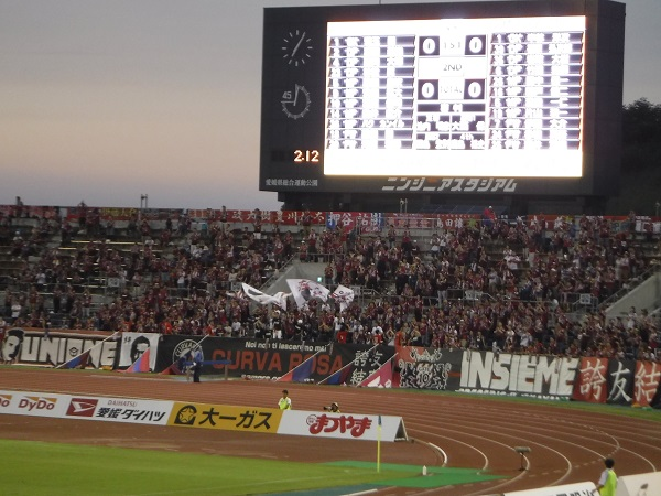 好調の「ファジアーノ岡山」のサポーターは応援も大盛り上がりでした