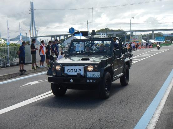 自衛隊の車もサポートのため一緒に走ります