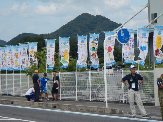 各都道府県の応援幟は、地元の子供達が作成していました