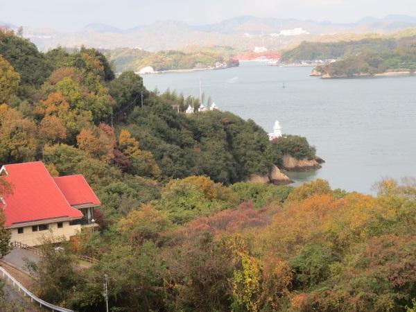 「因島大橋」原自歩道から見た「大浜崎灯台」