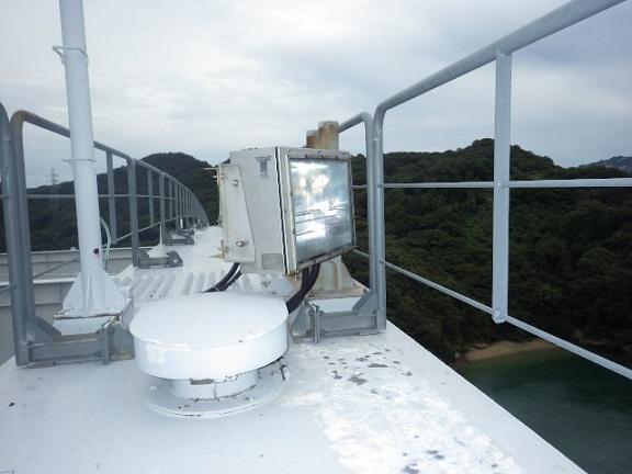 大三島橋アーチリブ上部の発光部