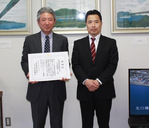 三上高速道路交通警察隊長(右)と大川所長(左)